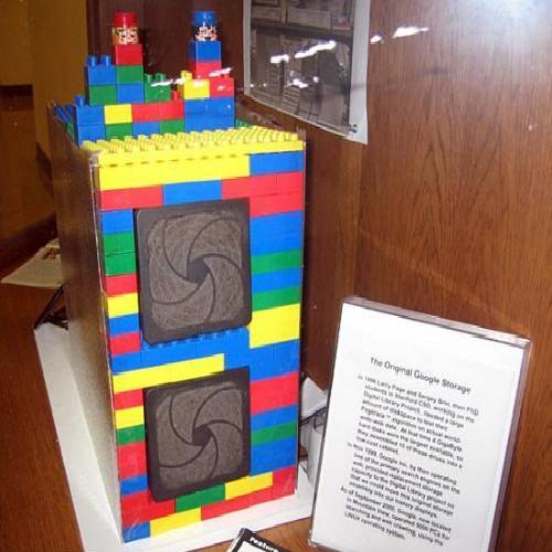 1er serveur de Google qu'il avait installé dans une structure de Lego
