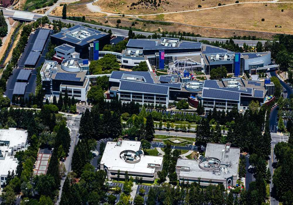 Google Mountain View locaux Googleplex avec les toitures couverte de panneaux solaires